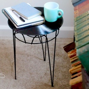 upcycled-side-table-vinyle