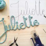 DIY – Le tuto prénom tricotin et toutes les astuces pour faire un joli mot en tricotin
