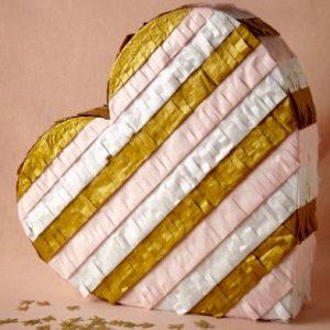 pinata en carton en forme de coeur