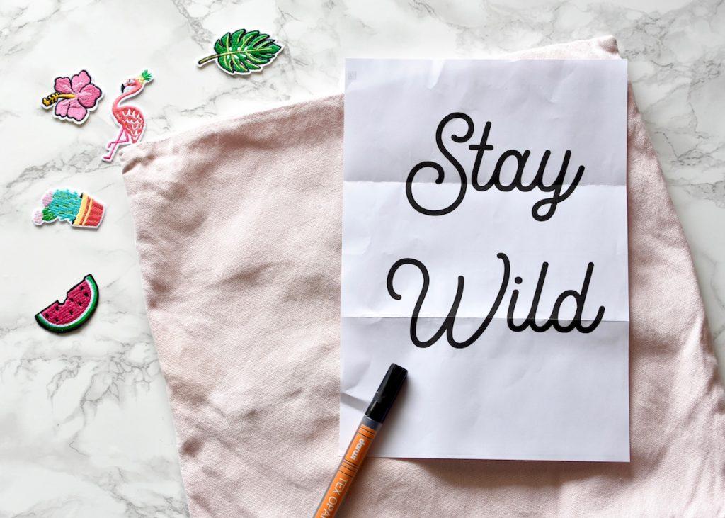 mantra stay wild pour un coussin exotique