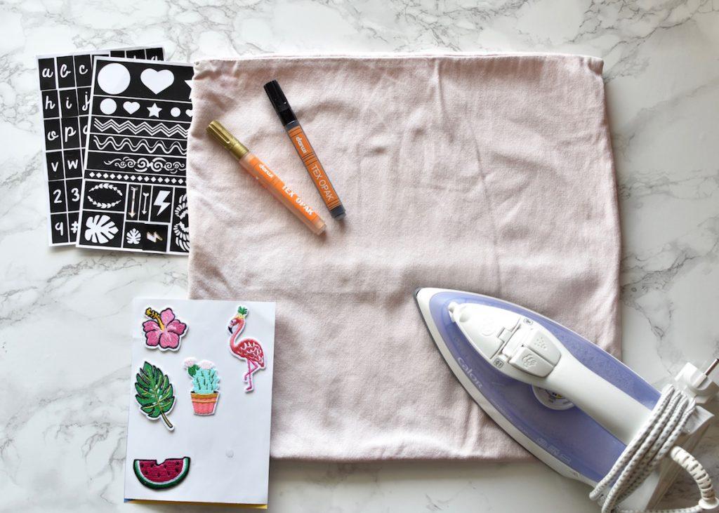 materiel pour customiser une housse de coussin thème exotique