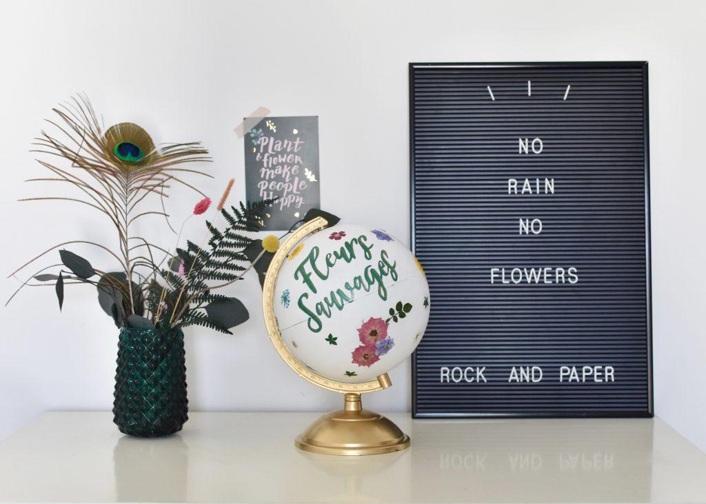 un globe terrestre fleuri pour une decoration de mariage fleuri