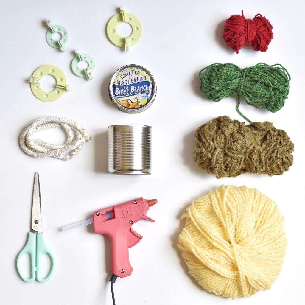 Deco Pompons En Laine comment faire un cactus en pompon et son cache pot en corde