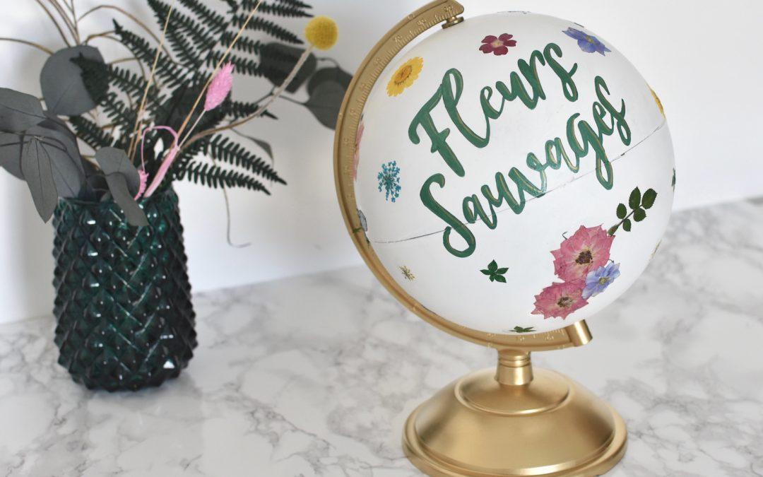 decoration de mariage avec un globe terrestre et des fleurs sechees
