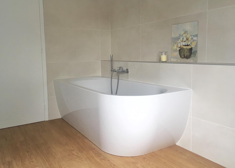 baignoire-arrondie-salle-de-bain